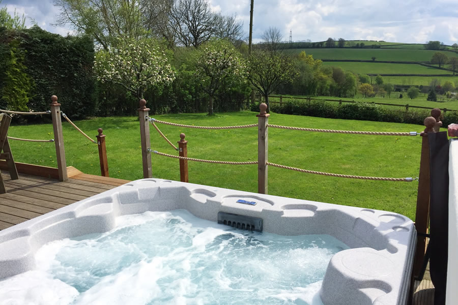 Cider Barn Self Catering Cotttage Hot Tub