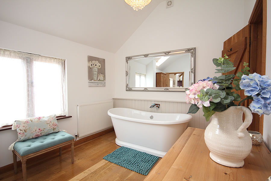 The Old Stables Cottage Double Ended Bath